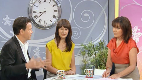 Lorraine Talk to the Press image 3